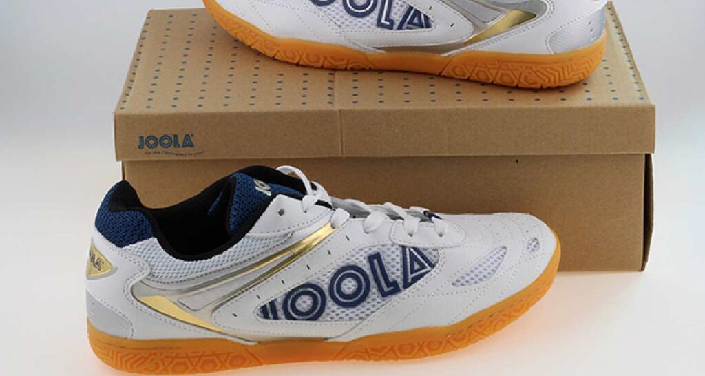 Sports shoes for table tennis